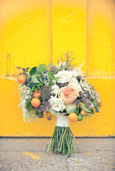 garden-roses-bouquet-with-kumquats