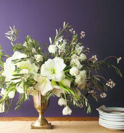 white-amaryllis-centerpiece