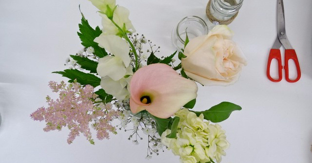 Fresh Flowers in Jam Jars | How to Fill your Jam Jars for an upcoming wedding or event