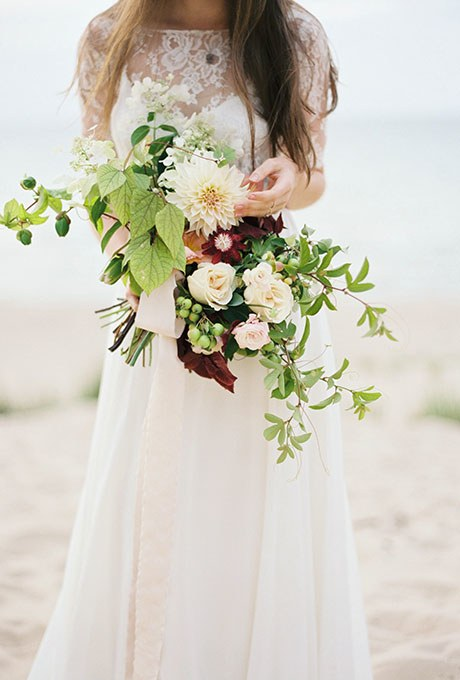 2015_bridescom-Editorial_Images-09-fall-wedding-bouquets-refresh-large-fall-wedding-bouquets-kyle-john-photography