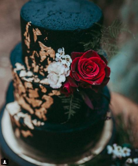 Wedding Cake Black 2.png