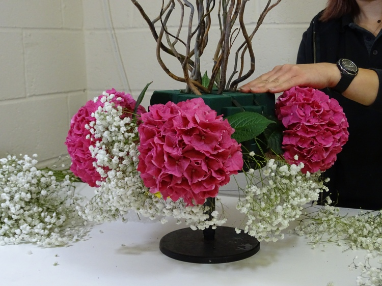 Learn How to Make a Pink and White Centrepiece